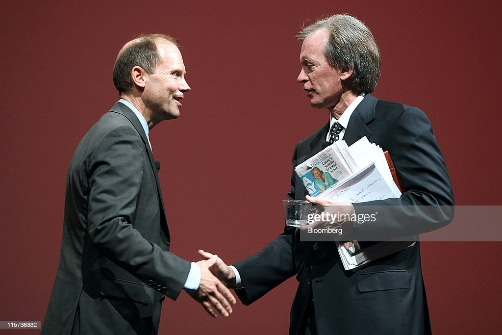 Joe Mansueto, chairman and chief executive officer of Morningstar Inc., left, shakes hands with Bill Gross, co-chief investment officer of Pacific Investment Management Co., at the Morningstar Investment Conference in Chicago, Illinois, U.S., on Wednesday, June 8, 2011. Gross, manager of the world's biggest bond fund, said stock markets will be 'on their own' once real interest rates can't go lower. Photographer: Tim Boyle/Bloomberg via Getty Images