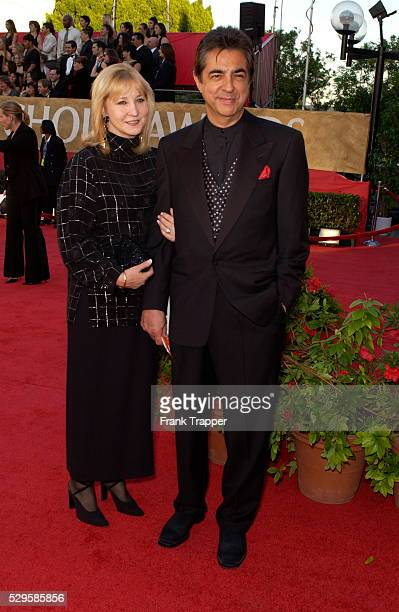 Joe Mantegna and wife Arlene Vrhel arrive at the 30th Annual People's Choice Awards