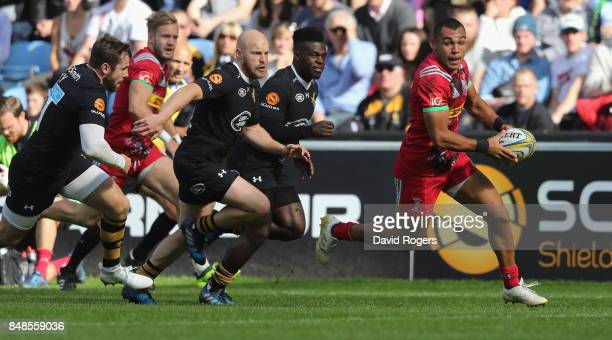 Joe Marchant of Harlequins breaks with the ball during the Aviva Premiership match between Wasps and Harlequins at The Ricoh Arena on September 17...