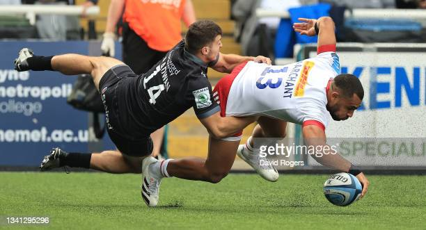 Joe Marchant of Harlequins dives to score their second try despite being held by Adam Radwan during the Gallagher Premiership Rugby match between...