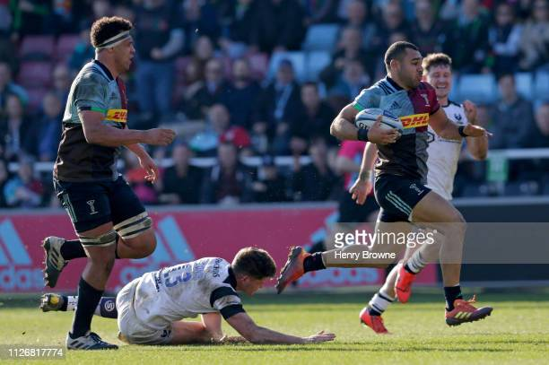 Joe Marchant of Harlequins runs in to score his sides fourth try during the Gallagher Premiership Rugby match between Harlequins and Bristol Bears at...