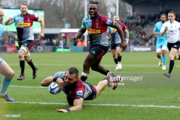 Joe Marchant of Harlequins scores a try during the Gallagher Premiership Rugby match between Harlequins and Worcester Warriors at Twickenham Stoop on...