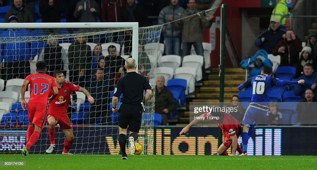 Joe Mason of Cardiff City(R) scores their first goal during the Sky Bet Championship match between Cardiff City and Blackburn Rovers at the Cardiff City Stadium on January 2, 2016 in Cardiff, Wales.
