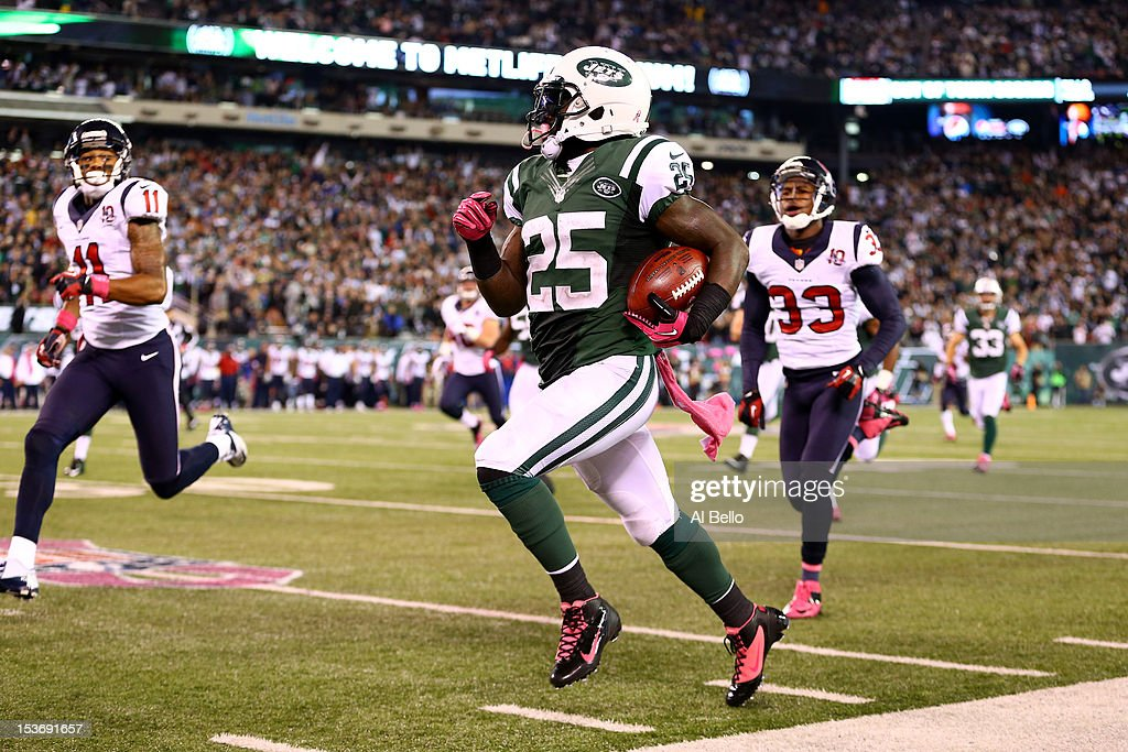 Joe McKnight #25 of the New York Jets returns a kickoff 100 yards for a touchdown in the third quarter against the Houston Texans at MetLife Stadium on October 8, 2012 in East Rutherford, New Jersey.