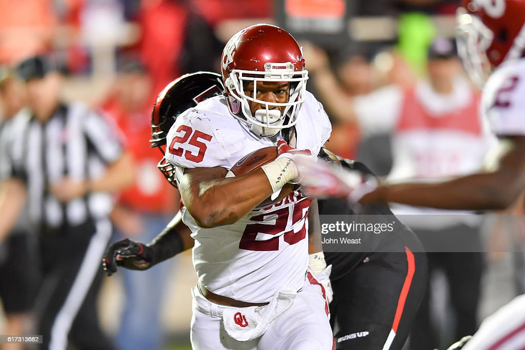 Joe Mixon #25 of the Oklahoma Sooners runs the ball and will score during the game against the Texas Tech Red Raiders on October 22, 2016 at AT&T Jones Stadium in Lubbock, Texas. Oklahoma won the game 66-59.