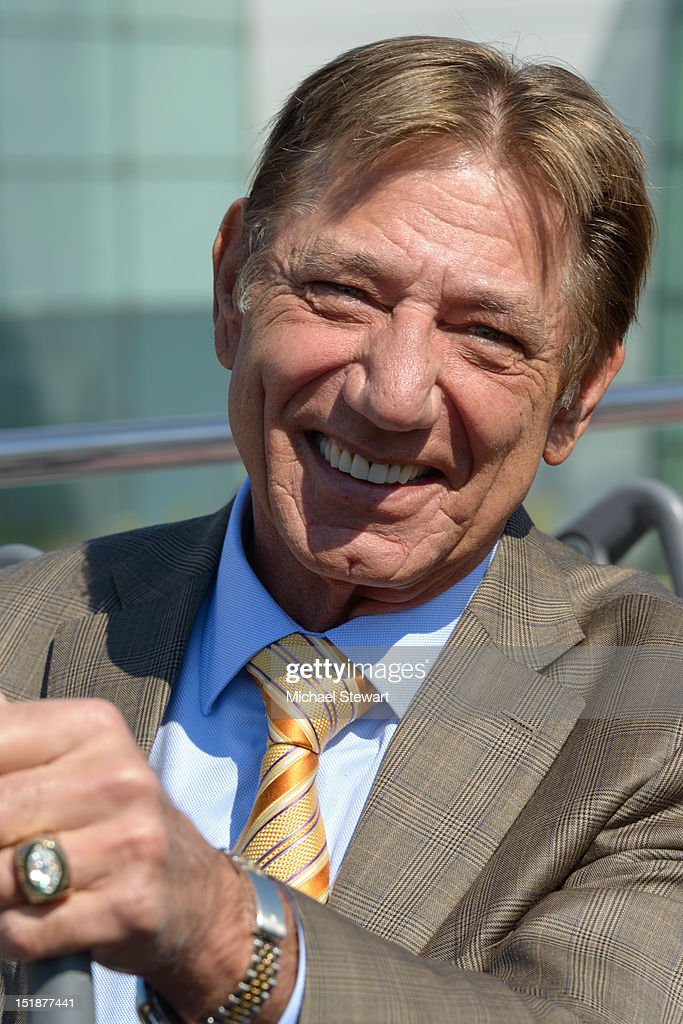 Gray Line New York Honors Joe Namath : ニュース写真
