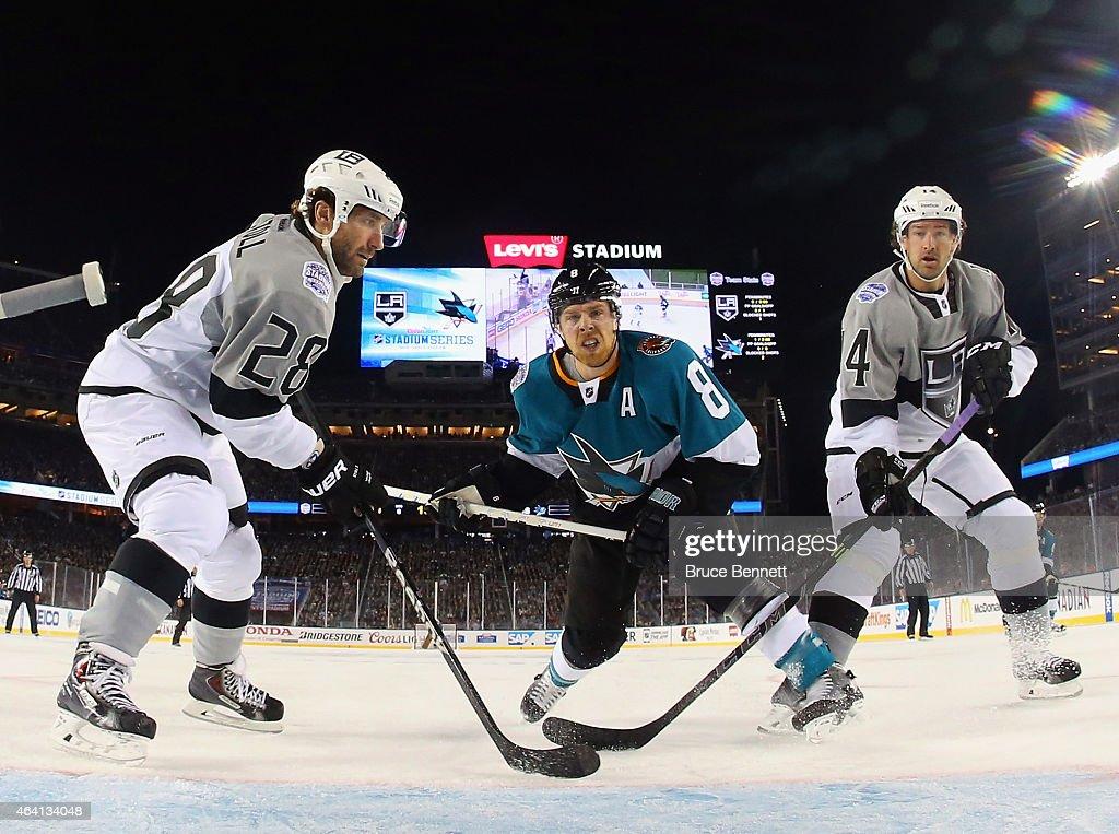 2015 Coors Light Stadium Series - Los Angeles Kings v San Jose Sharks : News Photo