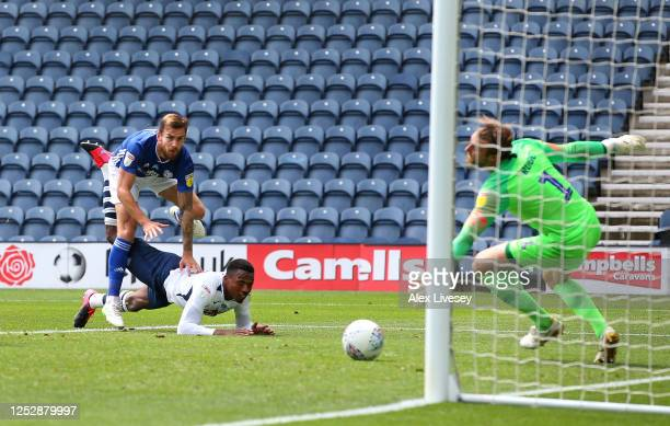 Joe Ralls of Cardiff City beats the dive of Declan Rudd of Preston North End to score the openiong goal during the Sky Bet Championship match between...