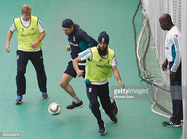Joe Root James Anderson Moeen Ali and coach Ottis Gibson during England Nets session ahead of the 2nd Investec Test match between England and Sri...