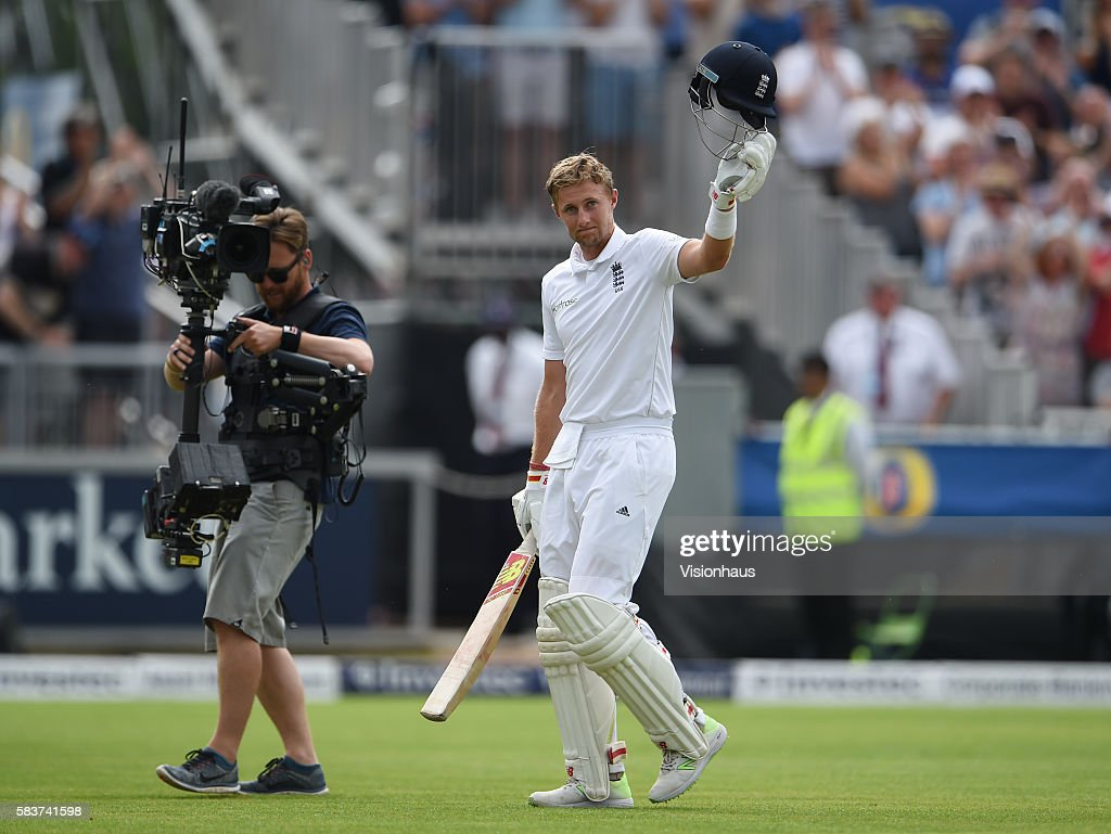 England v Pakistan: 2nd Investec Test - Day Two : News Photo