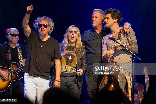 Joe Satriani Sammy Hagar Melissa Etheridge James Hetfield and John Mayer thank the audience at 3rd annual Acoustic4aCure benefit concert at The...