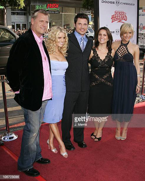 Joe Simpson, Jessica Simpson, Nick Lachey, Tina Simpson and Ashlee Simpson