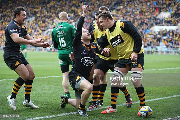 Joe Simpson of Wasps celebrates after scoring a try during the Aviva Premiership match between Wasps and London Irish at the Ricoh Arena on December...