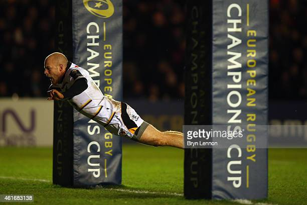 Joe Simpson of Wasps dives into score the second try during the European Rugby Champions Cup match between Harlequins and Wasps at Twickenham Stoop...