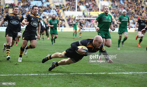 Joe Simpson of Wasps dives over for a try during the Aviva Premiership match between Wasps and London Irish at the Ricoh Arena on December 21 2014 in...