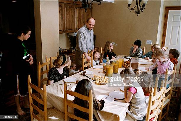 Joe, the patriarch of a polygamist family consisting of one man, three wives and 21 children, encourages his children to pray before breakfast. This...
