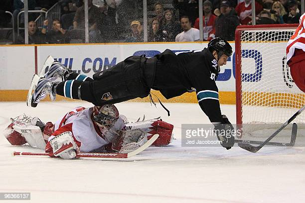 Joe Thornton of the San Jose Sharks scores his first goal of the game past Jimmy Howard of the Detroit Red Wings during an NHL game at the HP...