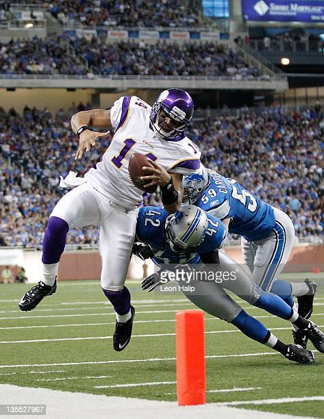 Joe Webb of the Minnesota Vikings dives for the endzone as Amari Spievey and Bobby Carpenter of the Detroit Lions make the stop during the fourth...