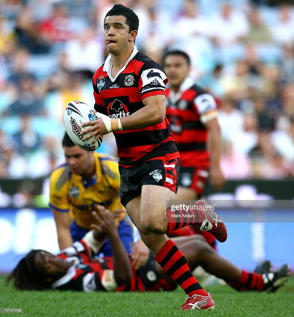 Joe Williams of the Bears makes a break during the 2007 Premier League Grand Final between the Parramatta Eels and the North Sydney Bears at Telstra Stadium September 30, 2007 in Sydney, Australia.
