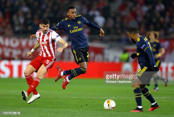 Joe Willock of Arsenal battles for possession with Andreas Bouhalakis of Olympiacos FC during the UEFA Europa League round of 32 first leg match...