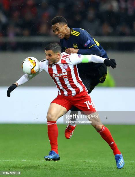 Joe Willock of Arsenal battles for possession with Omar Elabdellaoui of Olympiacos FC during the UEFA Europa League round of 32 first leg match...