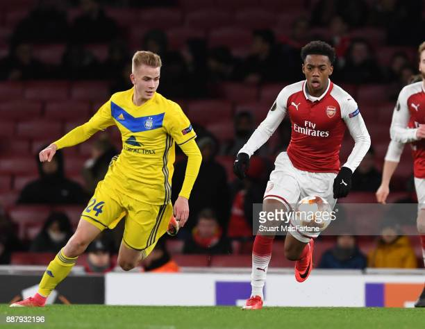 Joe Willock of Arsenal breaks past Jasse Tuominen of BATE during the UEFA Europa League group H match between Arsenal FC and BATE Borisov at Emirates...