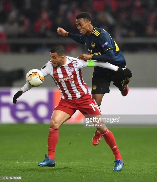 Joe WIllock of Arsenal challenges Omar Elabdellaoui of Olympiacos during the UEFA Europa League round of 32 first leg match between Olympiacos FC and...
