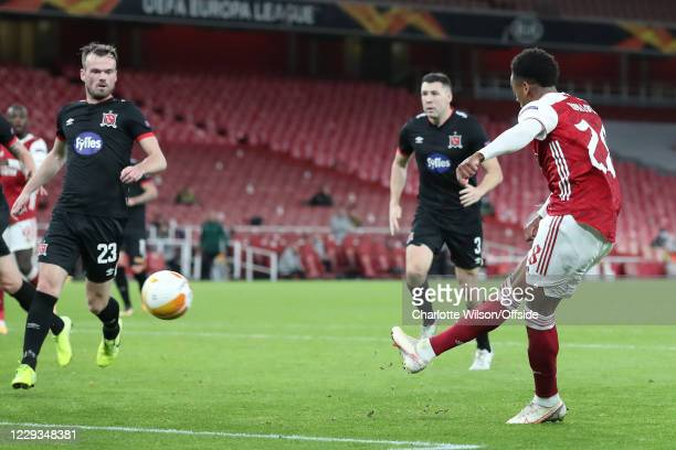 Joe Willock of Arsenal scores their 2nd goal during the UEFA Europa League Group B stage match between Arsenal FC and Dundalk FC at Emirates Stadium...