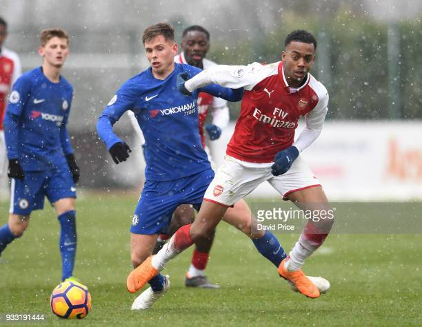 Joe Willock of Arsenal takes on Charlie Colkett of Chelsea during the match between Arsenal U23 and Chelsea U23 at London Colney on March 17 2018 in...