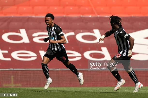 Joe Willock of Newcastle United celebrates with team mate Allan Saint-Maximin of Newcastle United after scoring their side's first goal during the...