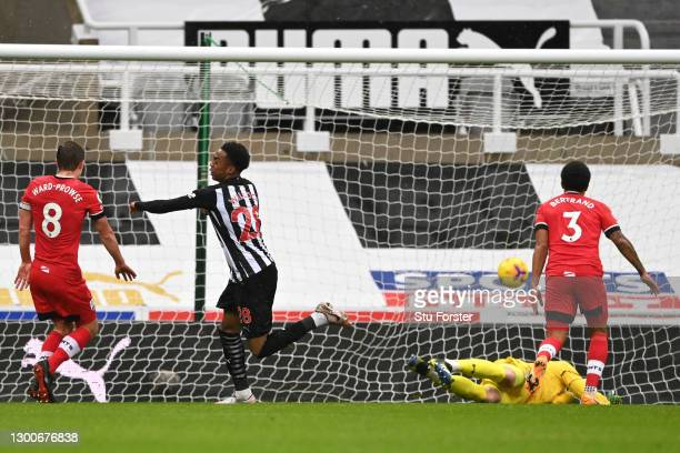 Joe Willock of Newcastle United scores his team's first goal during the Premier League match between Newcastle United and Southampton at St. James...