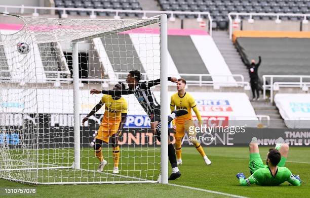 Joe Willock of Newcastle United scores their team's second goal during the Premier League match between Newcastle United and Tottenham Hotspur at St....