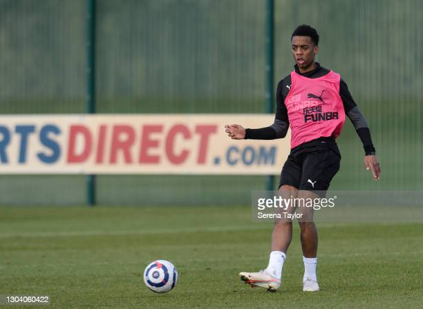 Joe Willock passes the ball during the Newcastle United Training session at the Newcastle United Training Centre on February 25, 2021 in Newcastle...