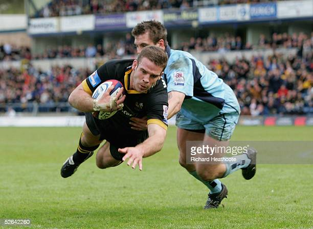 Joe Worsley dives over to score a try for Wasps during the Zurich Premiership match between London Wasps and Worcester Warriors, held at the Causeway...