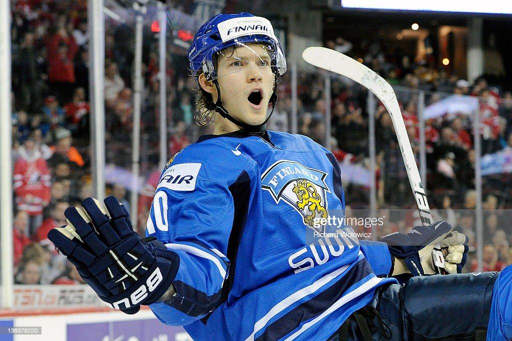 2012 World Junior Hockey Championships - Semifinal - Sweden v Finland : News Photo