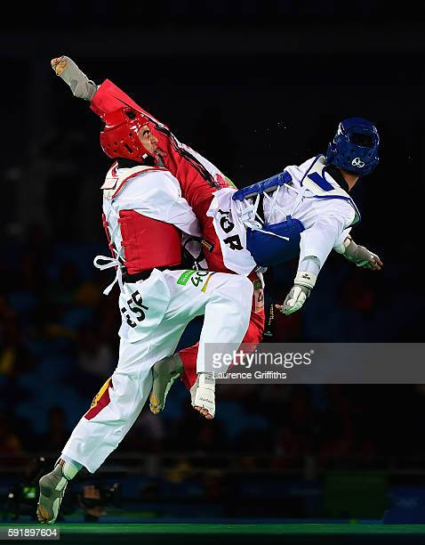 Joel Bonilla Gonzalez of Spain competes against Ahmad Abughaush of Jordan during the Mens 68kg Taekwondo semi final contest at Cairoca Arena 3 on...