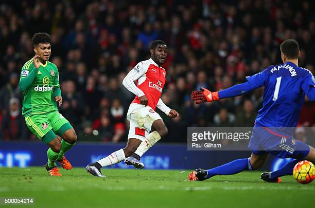 Joel Campbell of Arsena scores his team's first goal during the Barclays Premier League match between Arsenal and Sunderland at Emirates Stadiumon...