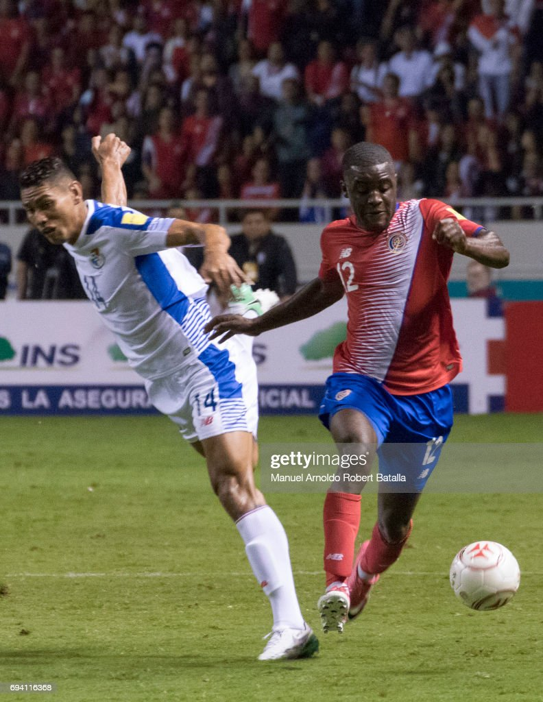 Joel Campbell of Costa Rica drives the ball during the match between Costa Rica and Panama as part of the FIFA 2018 World Cup Qualifiers at Estadio Nacional on June 08, 2017 in San Jose, Costa Rica.