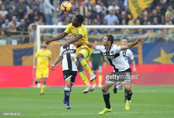Joel Campbell of Frosinone Calcio is challenged by Massimo Gobbi of Parma Calcio during the Serie A match between Parma Calcio and Frosinone Calcioat...