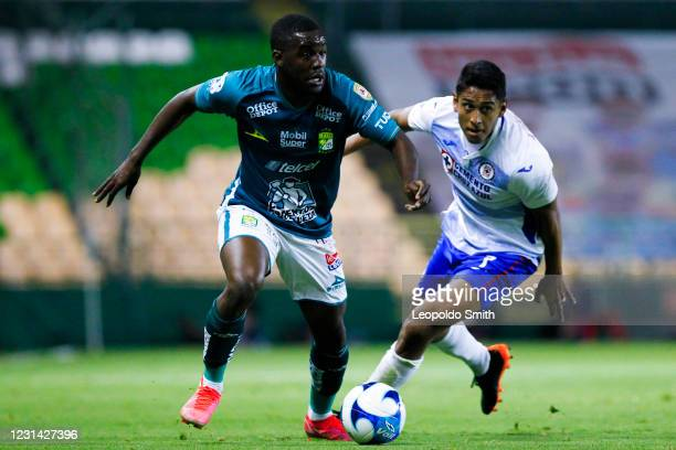 Joel Campbell of Leon competes for the ball with Luis Romo of Cruz Azul the 8th round match between Leon and Cruz Azul as part of the Torneo...