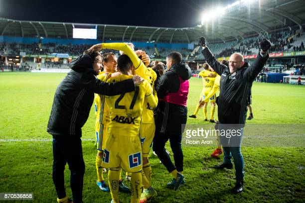 Joel Cedergren head coach and players of GIF Sundsvall celebrates after the victory in the Allsvenskan match between IFK Goteborg and GIF Sundvall at...