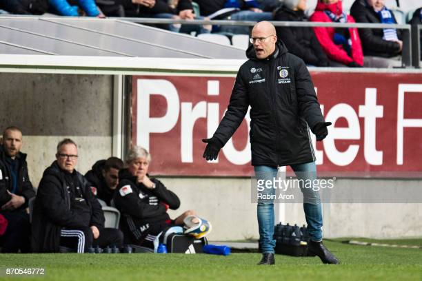 Joel Cedergren head coach of GIF Sundsvall instructs his players during the Allsvenskan match between IFK Goteborg and GIF Sundvall at Gamla Ullevi...
