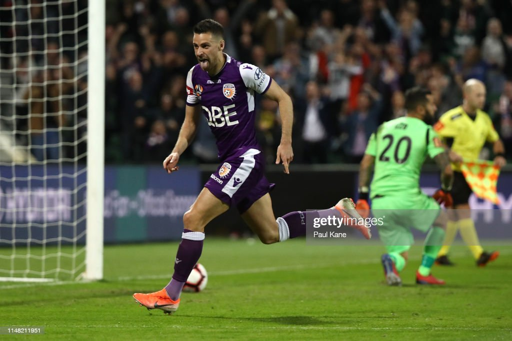 Perth v Adelaide - A-League Semi Final 1 : News Photo