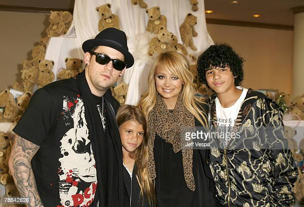 LOS ANGELES CA DECEMBER 22 Joel Madden and Nicole Richie with her sister and brother greet children at the Richie Madden Children's Foundation...