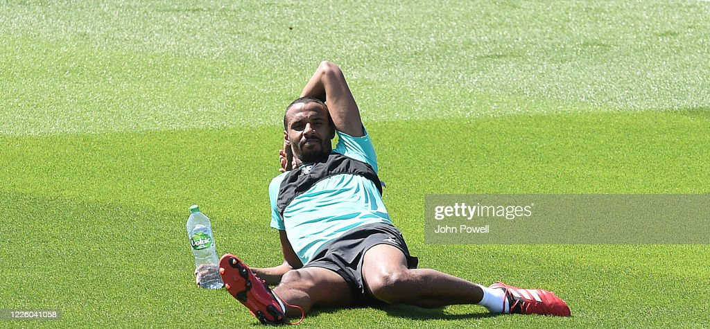 Liverpool Players Return to the Training Ground Following Covid-19 Restrictions Being Relaxed : ニュース写真