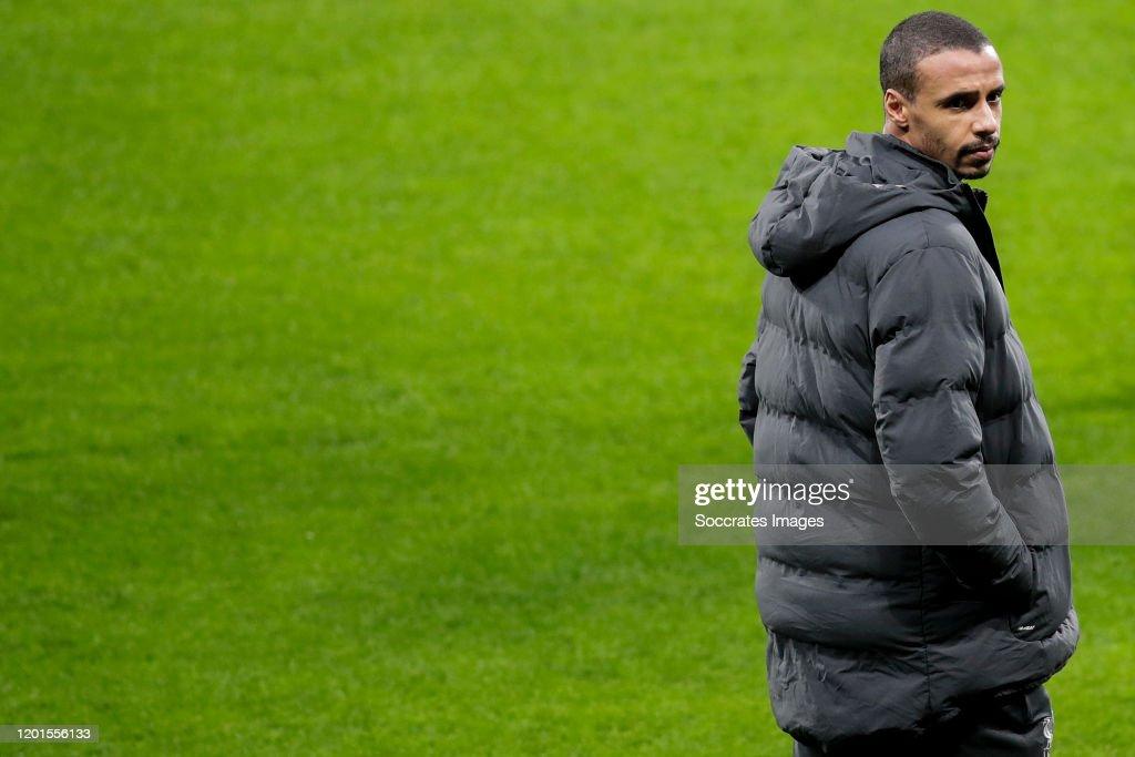 Liverpool walk around the stadium : News Photo