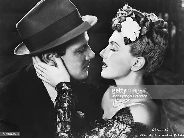 Joel McCrea as Joe Carter and Jean Arthur as Connie Milligan in the 1943 film The More the Merrier