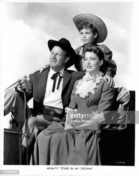 Joel McCrea Dean Stockwell and Ellen Drew riding in their stagecoach in a scene from the film 'Stars In My Crown' 1950