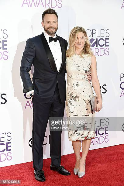 Joel McHale and Sarah Williams attend the People's Choice Awards 2017 Arrivals at Microsoft Theater on January 18 2017 in Los Angeles California
