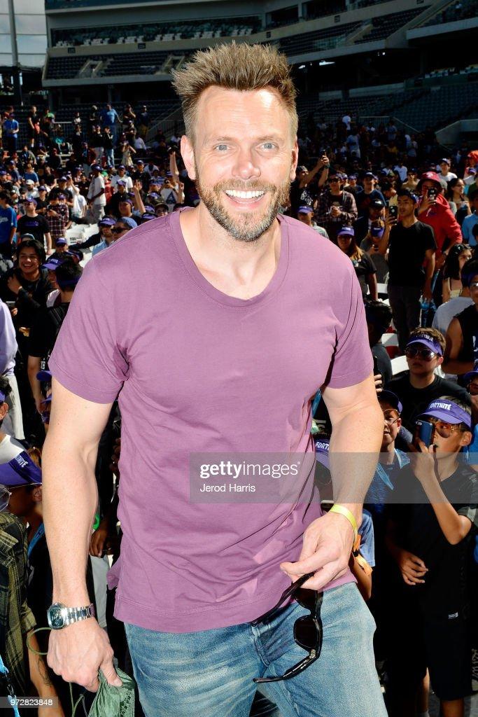 Joel McHale attends Fortnight F Cancer Celebrity Pro Am on June 12, 2018 in Los Angeles, California.